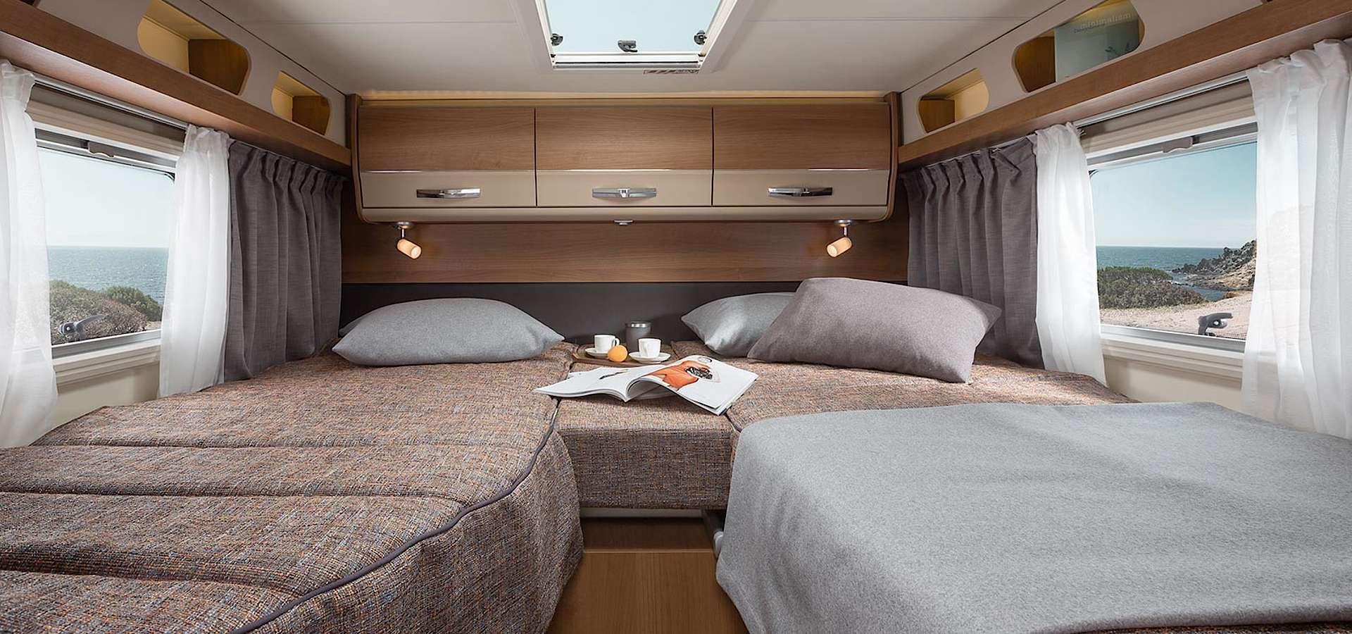 knaus van i interieur der vollintegrierte von innen wohnmobil pinterest. Black Bedroom Furniture Sets. Home Design Ideas