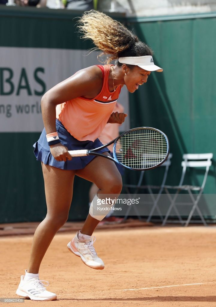 Naomi Osaka Of Japan Reacts After Serving An Ace Against American Sofia Kenin In The First Round Of The French Open In Paris Osaka Tennis Players Female Naomi