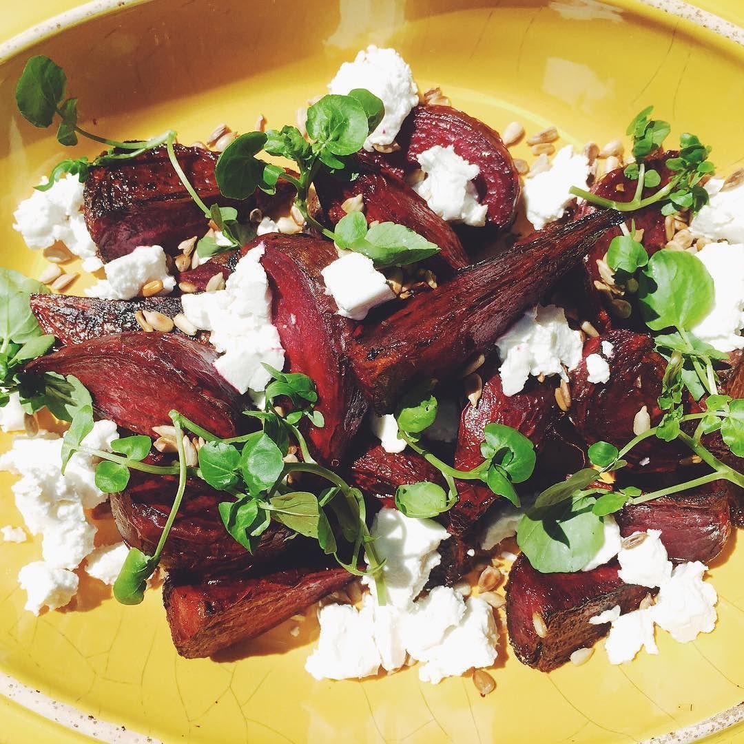 La ensalada del día: Remolachas asadas queso de cabra semillas de girasol tostadas y berro de la huerta by bbraselli