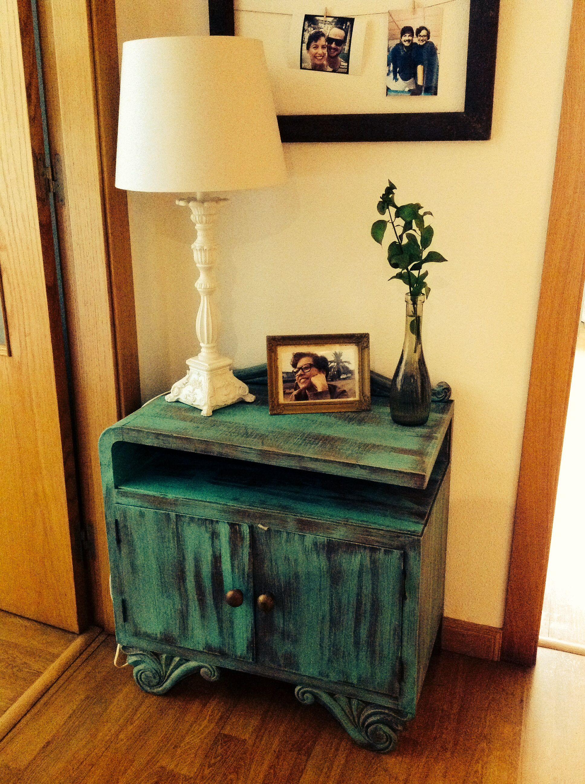 Mesa de noche antigua restaurada y convertida en mesa de arrimo ...