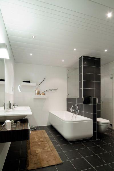 Aluminium systeemplafond met spotjes in een badkamer. De ideale ...