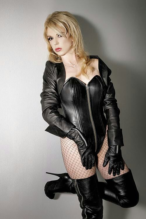 Pin on Sexy leather outfits