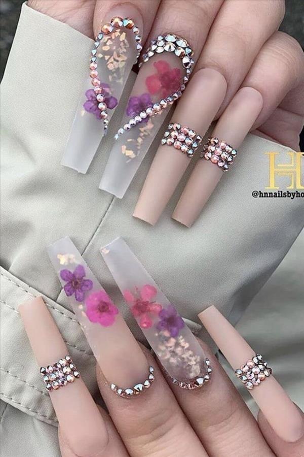 The elegant gel pink coffin nails suitable for spr