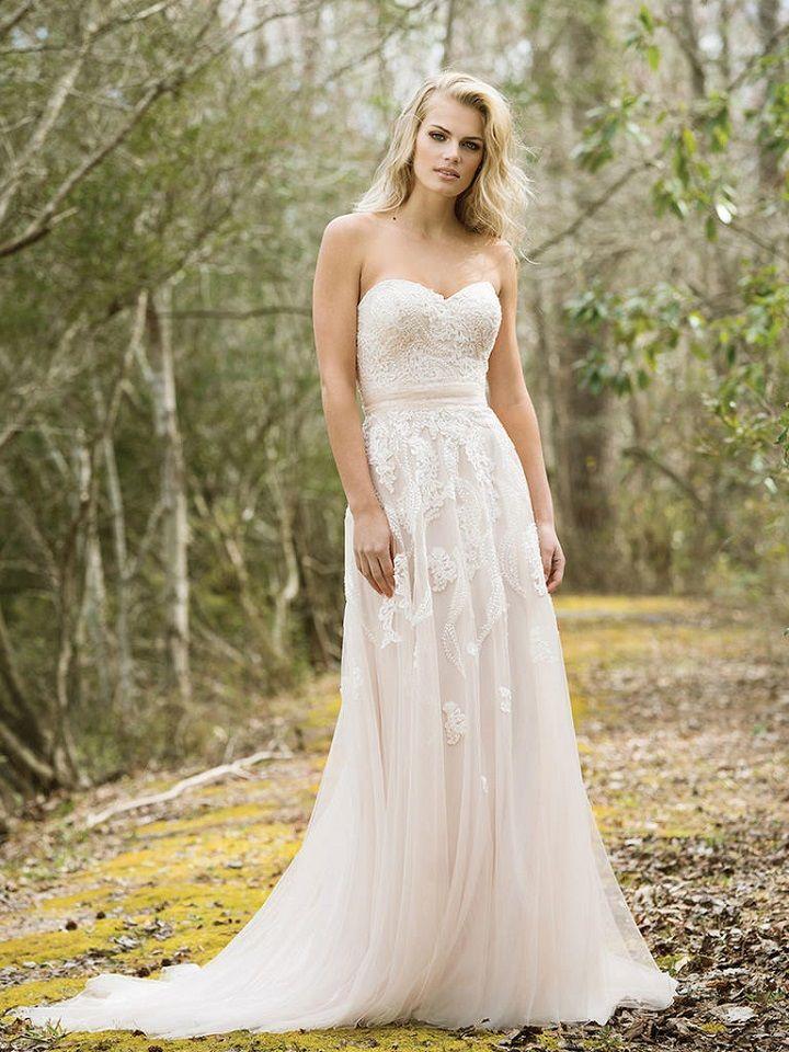 Strapless a line wedding dress | itakeyou.co.uk #weddingdress #weddingdresses
