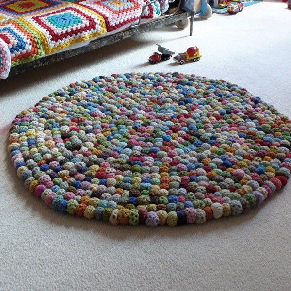 Tapis Boules Crochet Et Avec Des Aiguilles A Tricoter On Fait