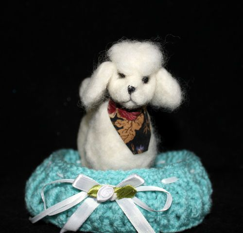 """OOAK Needle Felted 5"""" White Poodle dog w/bed Artist Natalya PhD Collectables"""