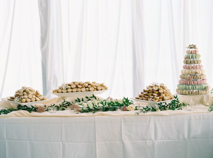 Wedding cake and dessert table | fabmood.com #weddingdessert #dessertable #weddingideas #weddingtrends