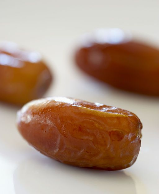 eating too much dates