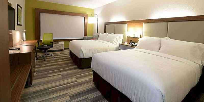 Holiday Inn Express Suites Chicago North Shore Niles A New Hotel With Contemporary Rooms In Chicago Contemporary Room Suites Lounge Design