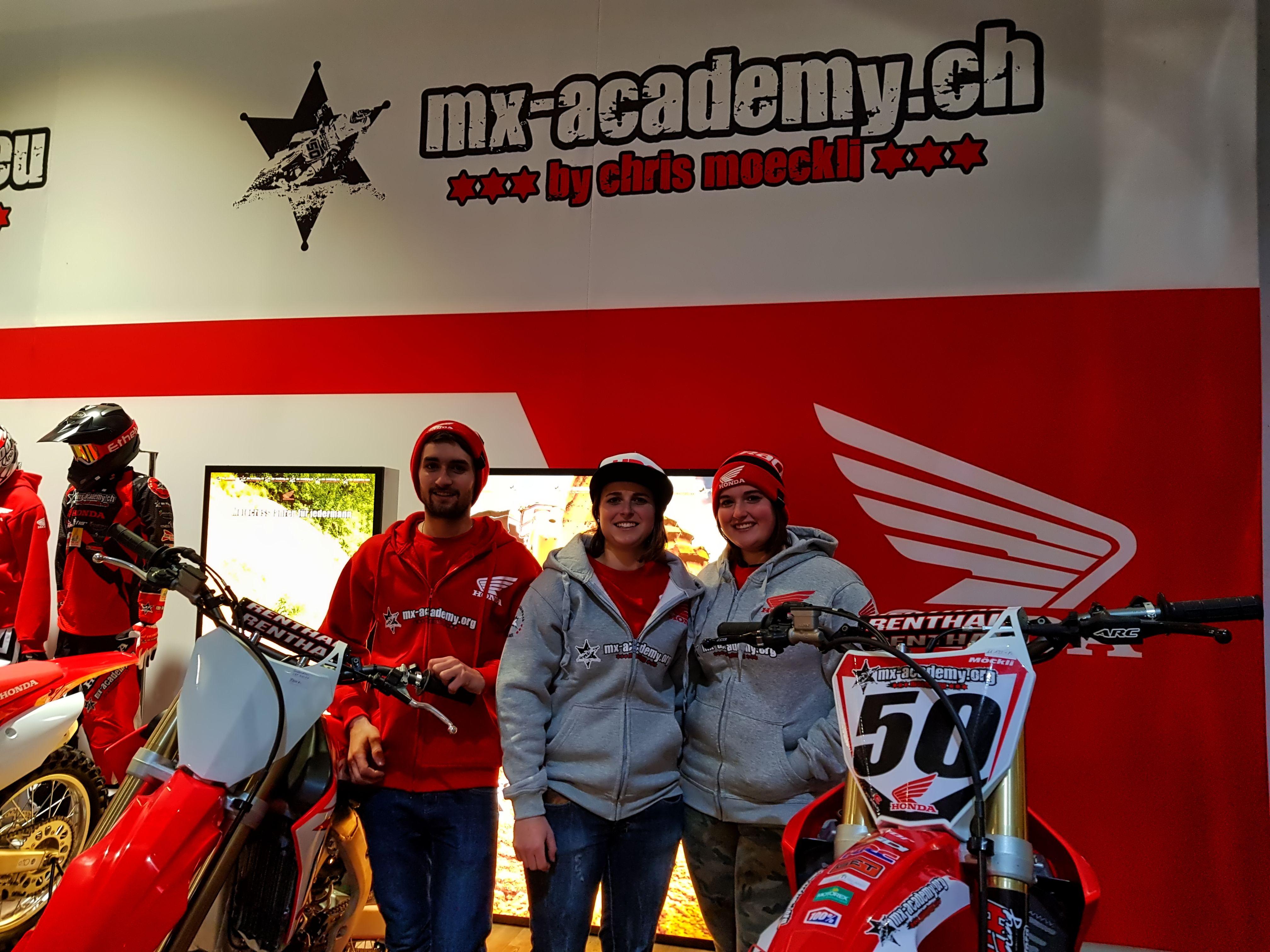 Wir Begrussen Ganz Herzlich Alle 3 Nachwuchsfahrer Aus Dem Team Schmitz In Der Mx Academy Honda Familie Honda Motocross Switzerla Honda Motocross Nachwuchs