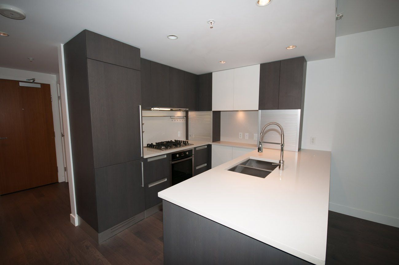 Beautiful 1 Bedroom Plus Den In James Unit Features High End Finishes Which Include Quartz C With Images Modern Apartment Engineered Hardwood Flooring Engineered Hardwood