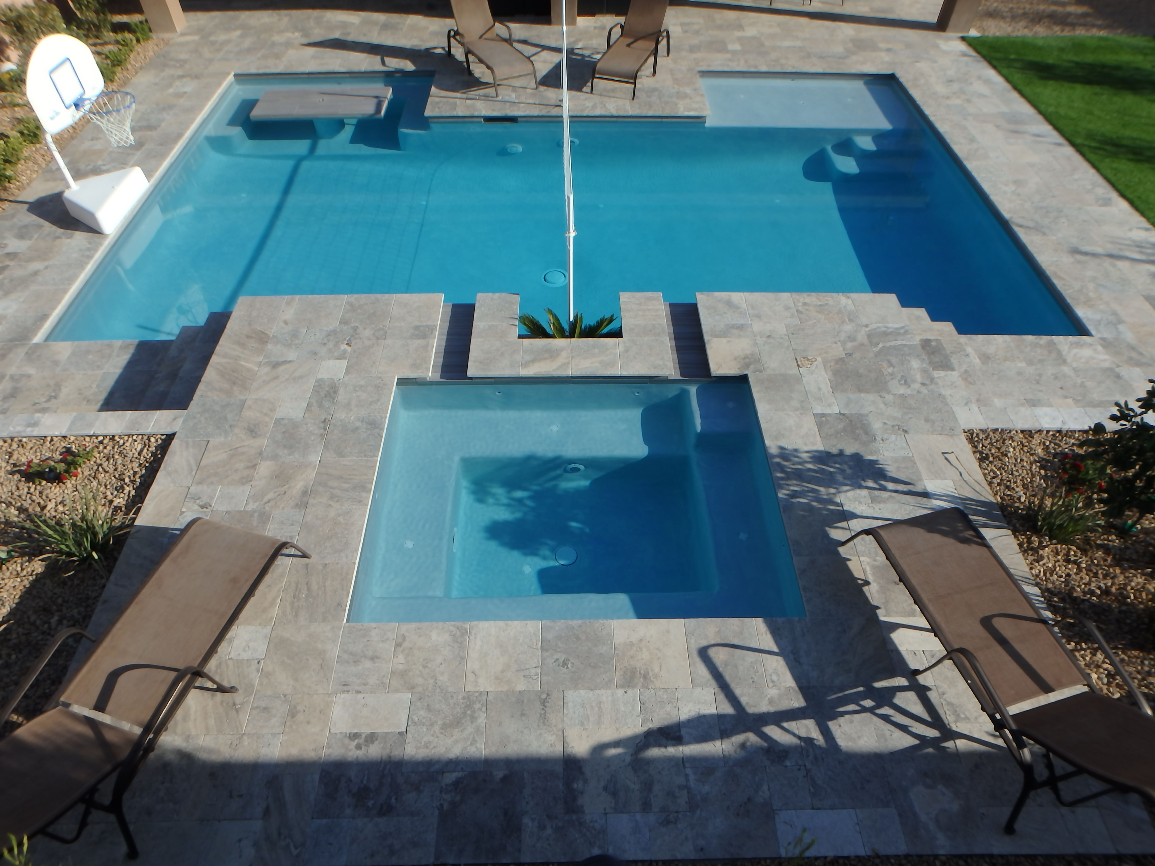 Custom Backyard Swimming Pool/spa With Sun Deck And Built In Table/bench