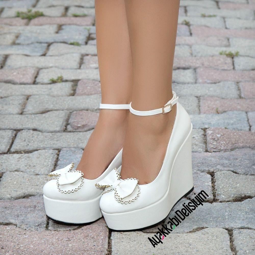 Fiyopel Beyaz Fiyonklu Dolgu Topuk Ayakkabı