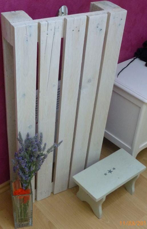 pour cacher un radiateur bien laid je rajouterai une tablette dessus pour faire une tag re. Black Bedroom Furniture Sets. Home Design Ideas