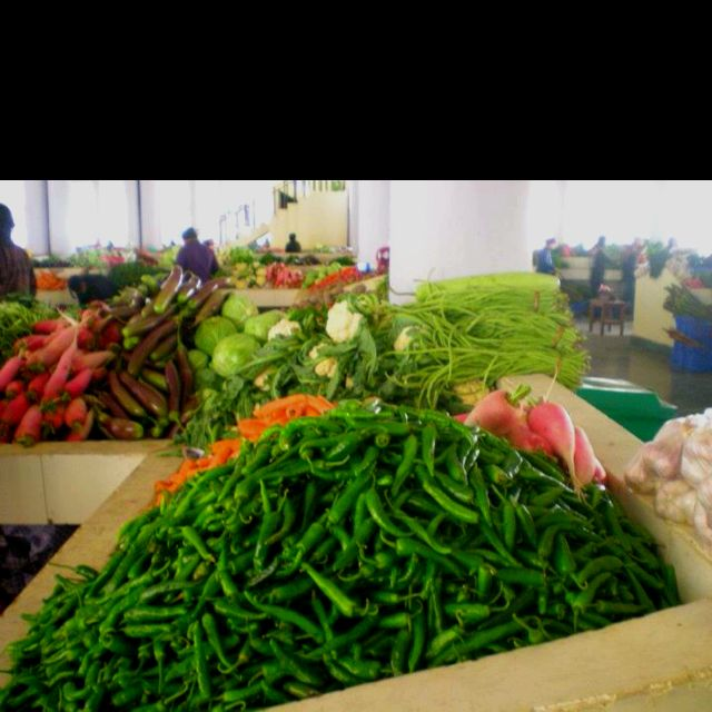 this is a food market in Bhutan . In this picture you can see that there are lots of fruits,and vegetables. This food market is just like a farmers market ,because all the food in the market is one hundred percent organic.