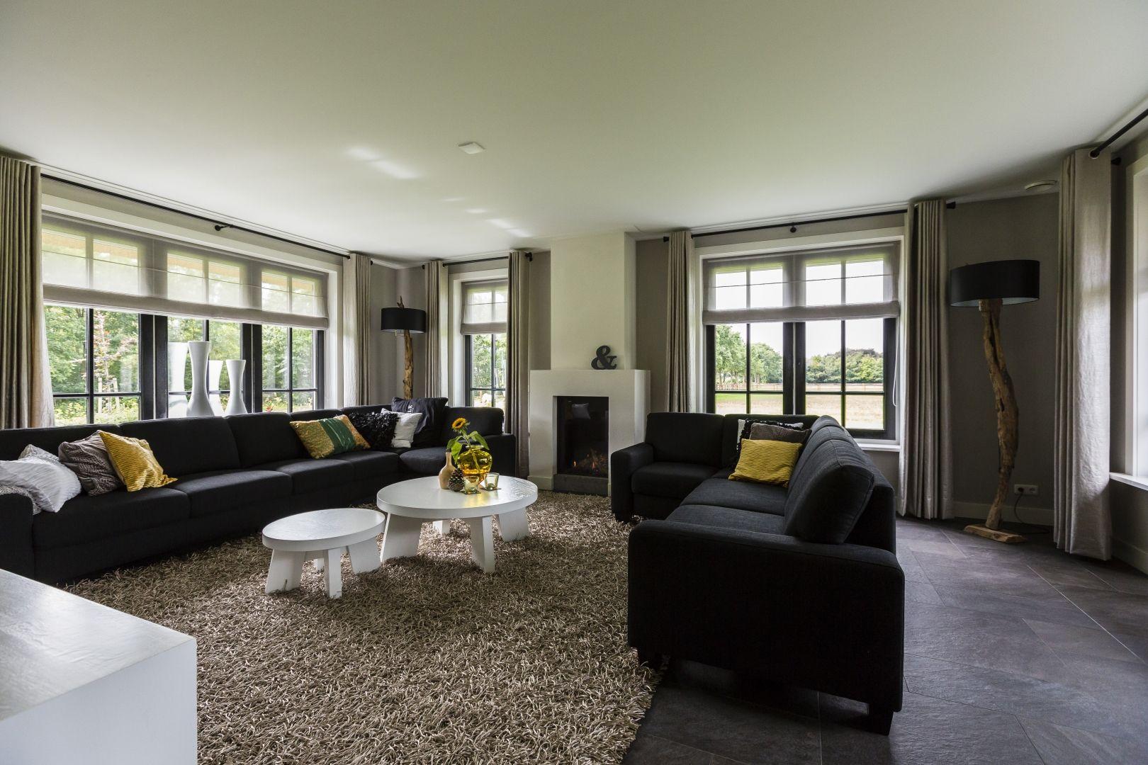 18. landhuis woonkamer met strakke openhaard гостиная