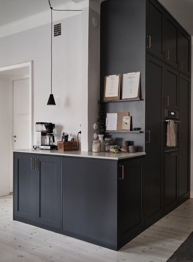 dark kitchen with a beige countertop kitchen offene k che k che esszimmer k che schwarz