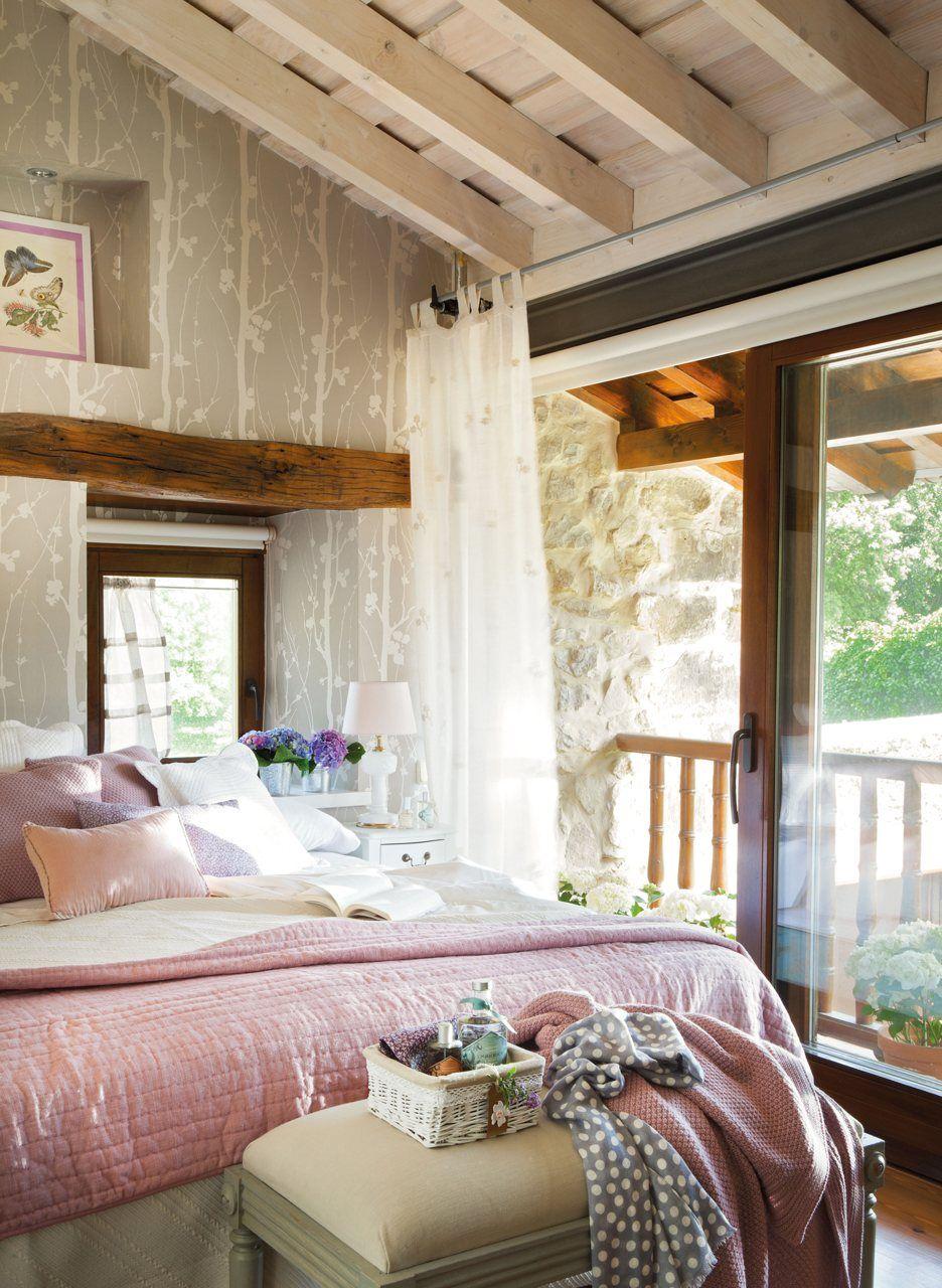 El dormitorio de invitados un papel de ramas en blanco y - Dormitorio beige ...