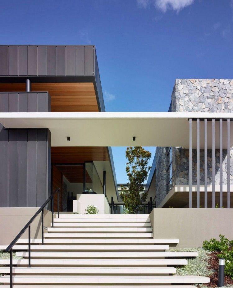 Moderne Hauseingänge hauseingang mit moderner asymmetrischer treppe architektur