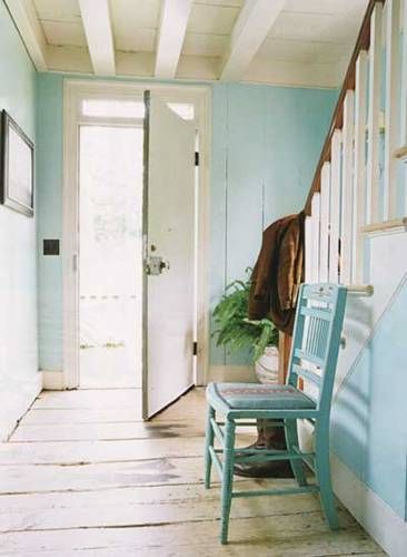 Small Beach Cottage Decorating | Beach-cottage-charm-foyer
