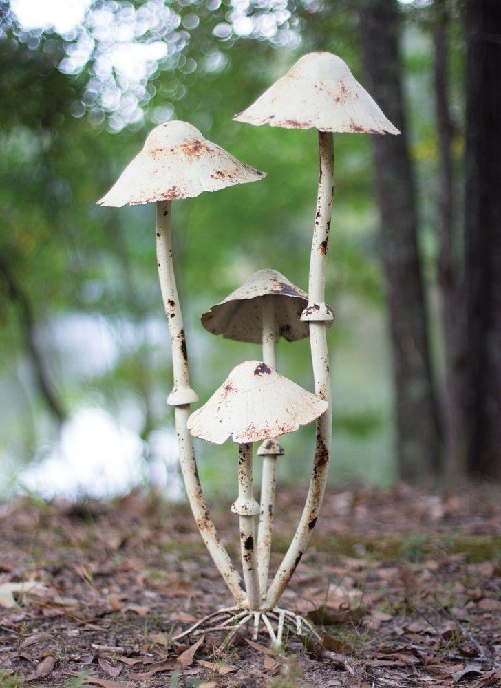 Rustic Wild Mushroom Garden Cluster Metal Statue Antique 400 x 300