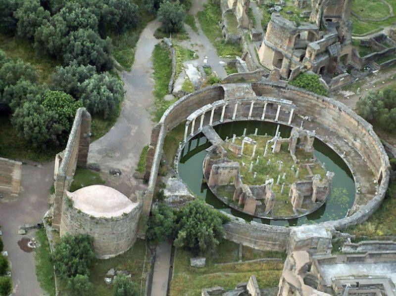 Vista aérea del llamado Teatro Marítimo en Villa Adriana | Roma ...