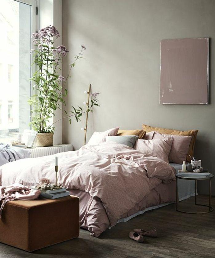 Parure De Lit Rose, Oreiller Jaune, Parquet En Bois, Deco Murale Rose,  Couleur Mur Gris, Plante, Chambre Rose Et Gris