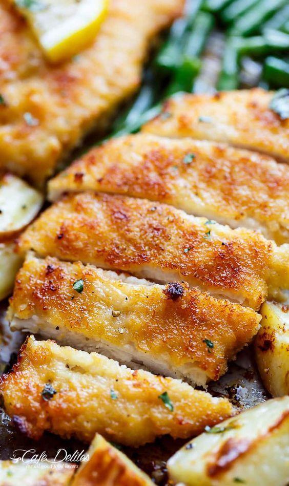 Crispy Sheet Pan Lemon Parmesan Garlic Chicken & Veggies (Milanese) | http://cafedelites.com | Essensrezepte, Hühnchenrezepte, Rezepte