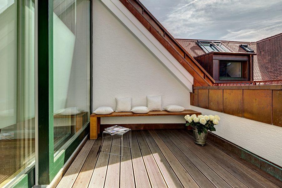 schicke kleine dachterrasse in luxus dachgeschosswohnung raumideen pinterest. Black Bedroom Furniture Sets. Home Design Ideas