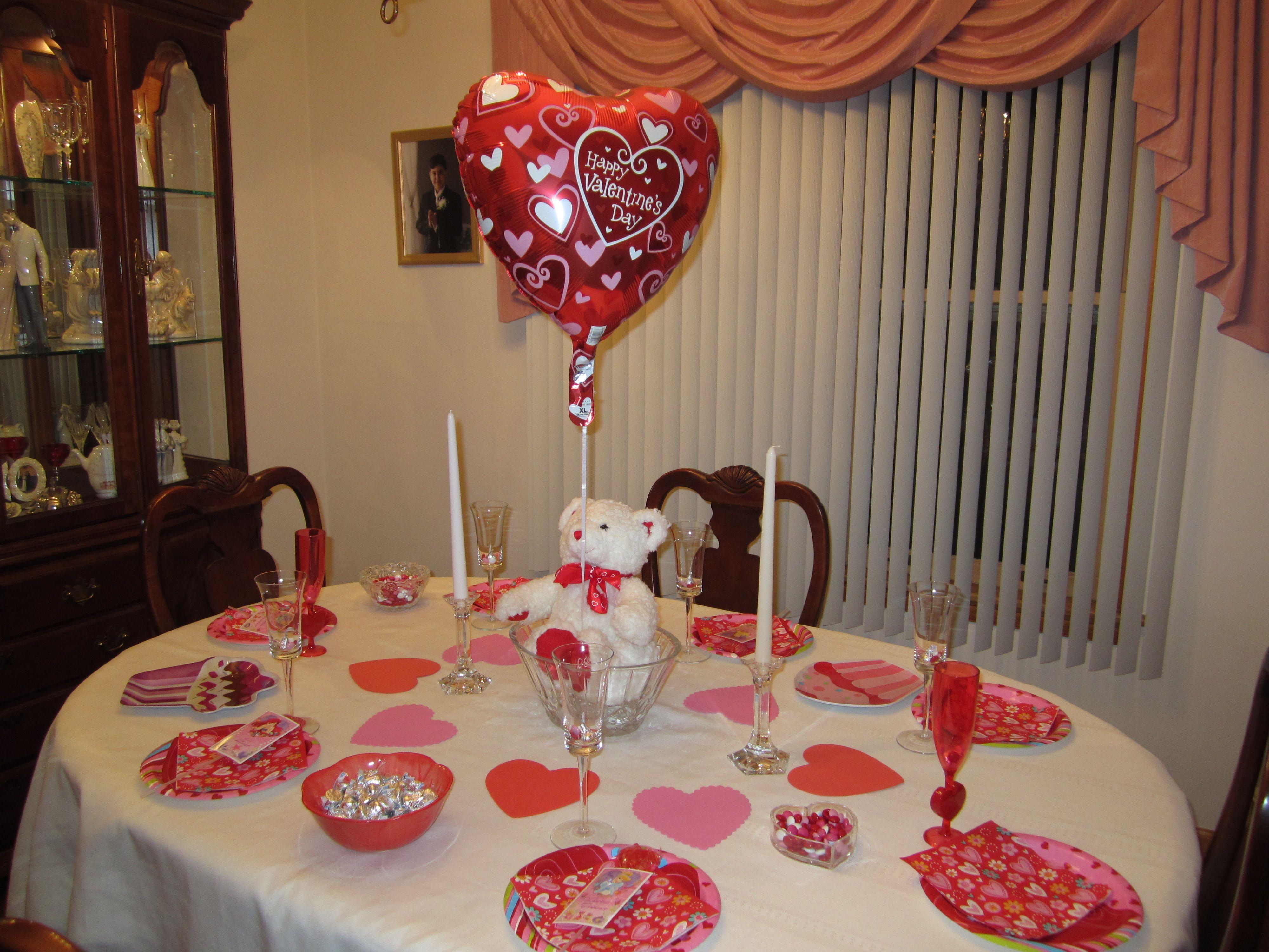 Decoraci n de mesa para amor y amistad con centro de mesa for Decoracion amor y amistad