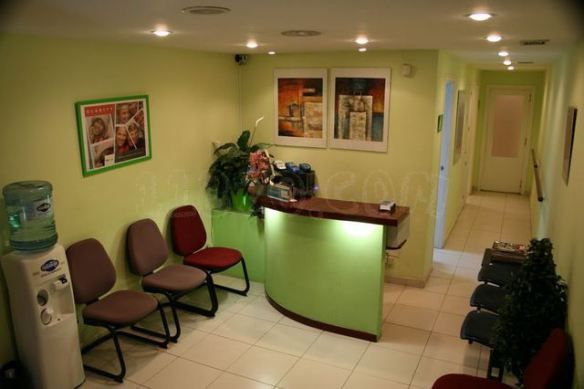 clinica dental-decoracion sevilla- clinica de diseño | Dental office ...