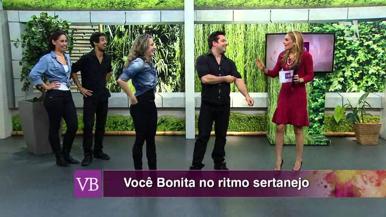 O VB está no ritmo do Sertanejo com uma aula super alto astral. Siga a gente nas redes sociais! Twitter: @vocebonita Instagram: @vocebonitatv Facebook.com/vocebonitatv Site oficial: www.tvgazeta.com.br/vocebonita