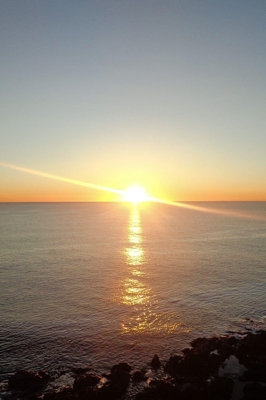 Nascer do sol na Sunshine Coast, na Austrália.