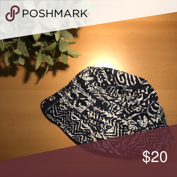 4a47425226f70 Patterned Bucket Hat Super cool bucket hat. It s a navy blue color with a  white