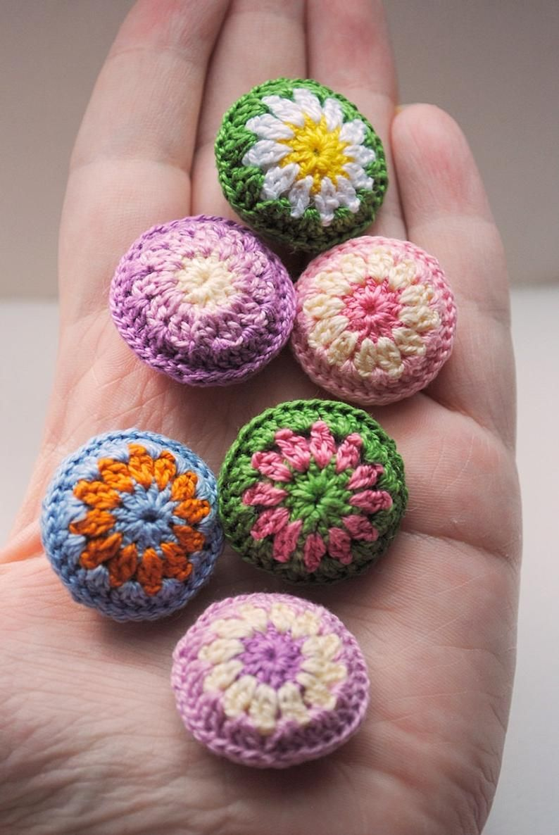Small crochet round pillows for miniature dollhouse bedding and house decor. Handmade crocheted dollhouse miniature decor
