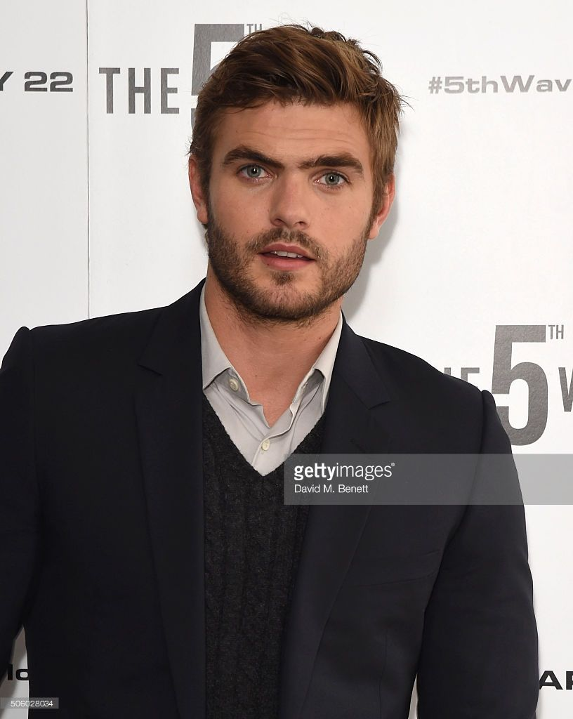 alex roe film