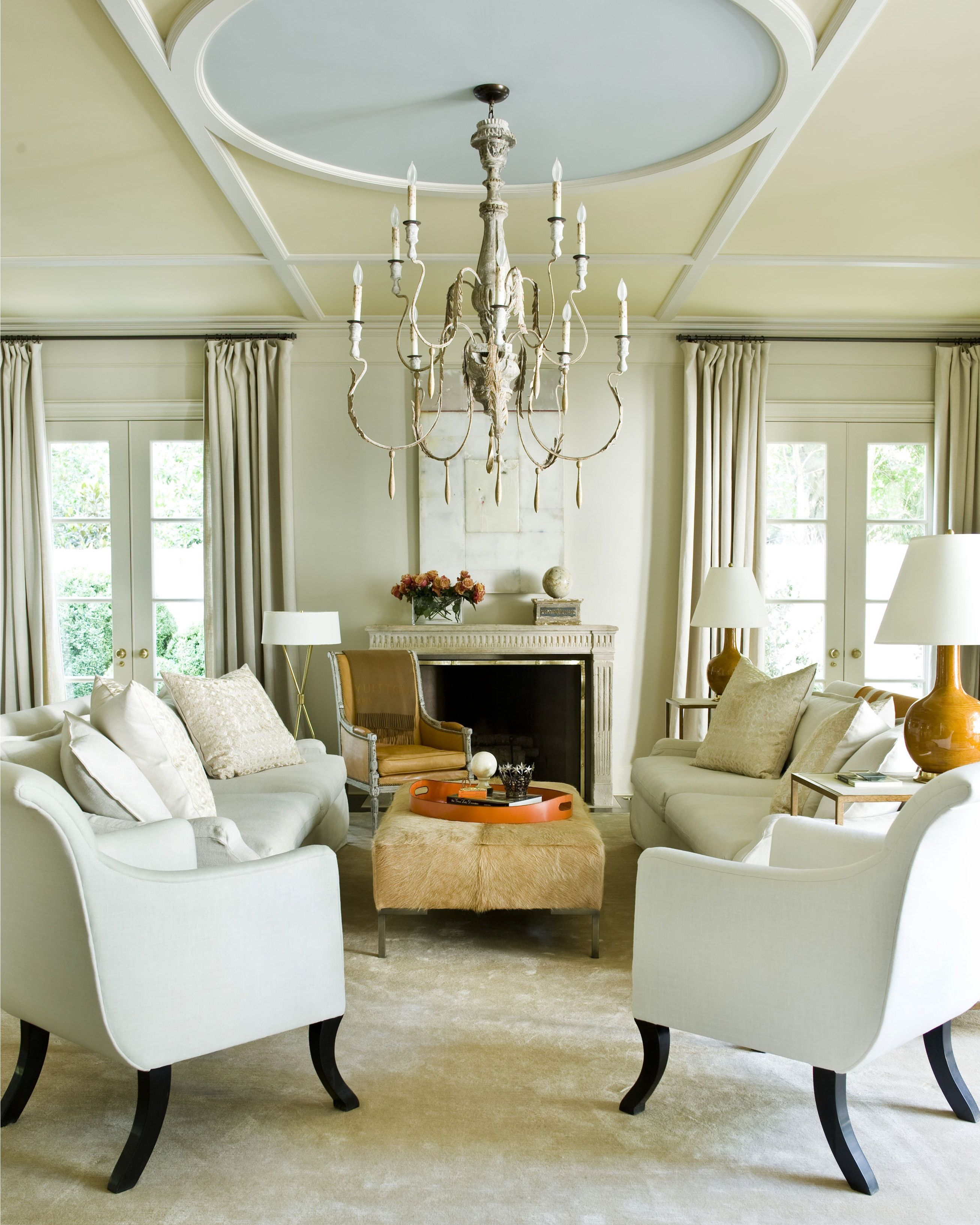 Suzanne Kasler At Home Living Room With Ceiling Detail With