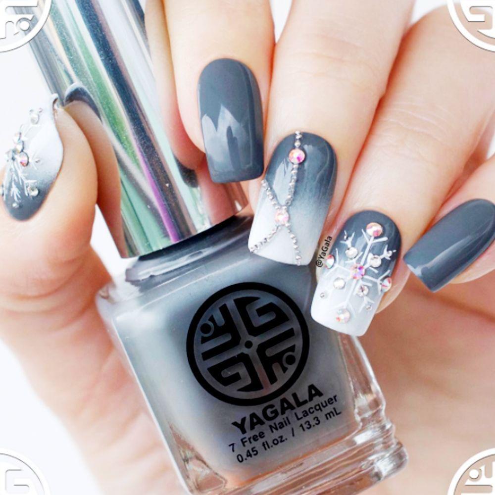 9 Snowflake Nail Art Designs That Confirm It\'s Winter | Snowflake ...