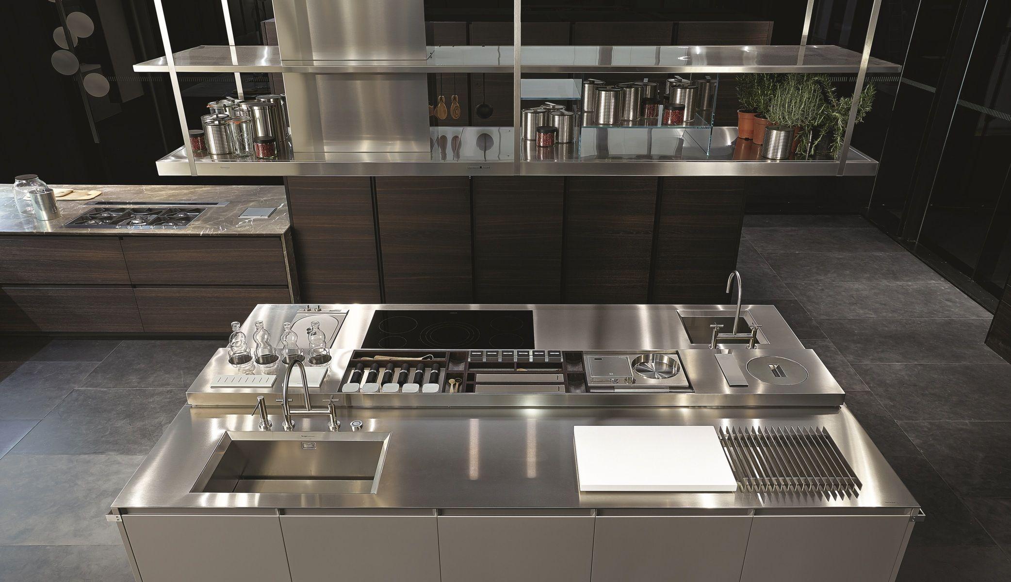Poliform varenna trail island kitchen interni della for Mobili cucina italiana
