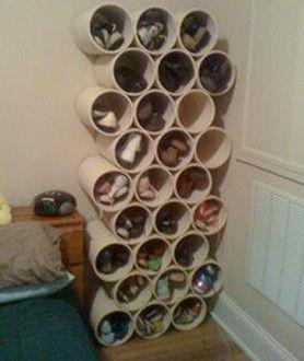 Rangement Chaussures Dans Une Chambre Avec Du Tuyau PVC