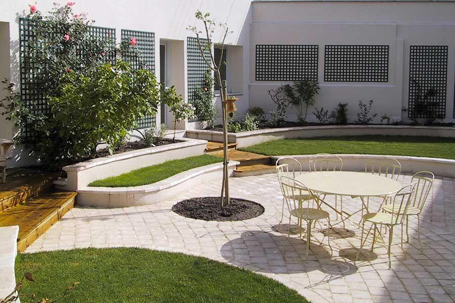 De style classique, cette terrasse en pavés est très agréable - Pave Pour Terrasse Exterieur