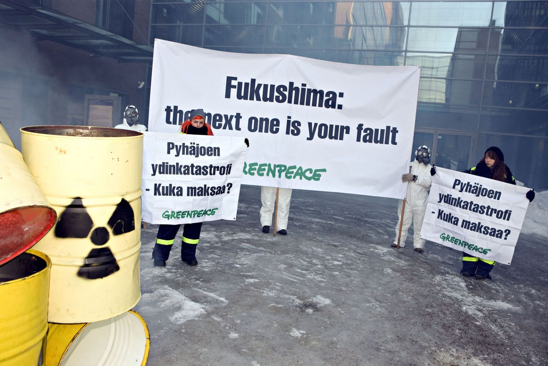 Ydinvoiman vastainen mielenosoitus Fennovoiman pääkonttorilla