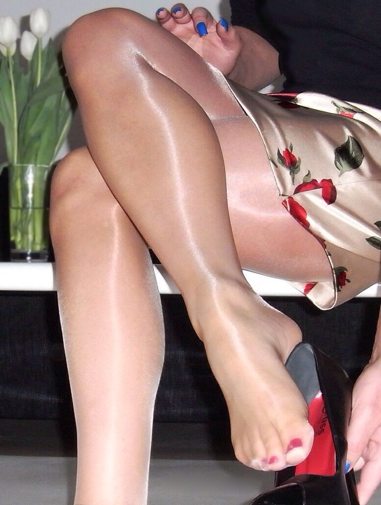 exotic-pantyhose-stores