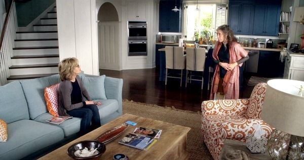 Inside The Real Beach House From Grace And Frankie Beach Cottage Style Beach House Decor Coastal Living Rooms
