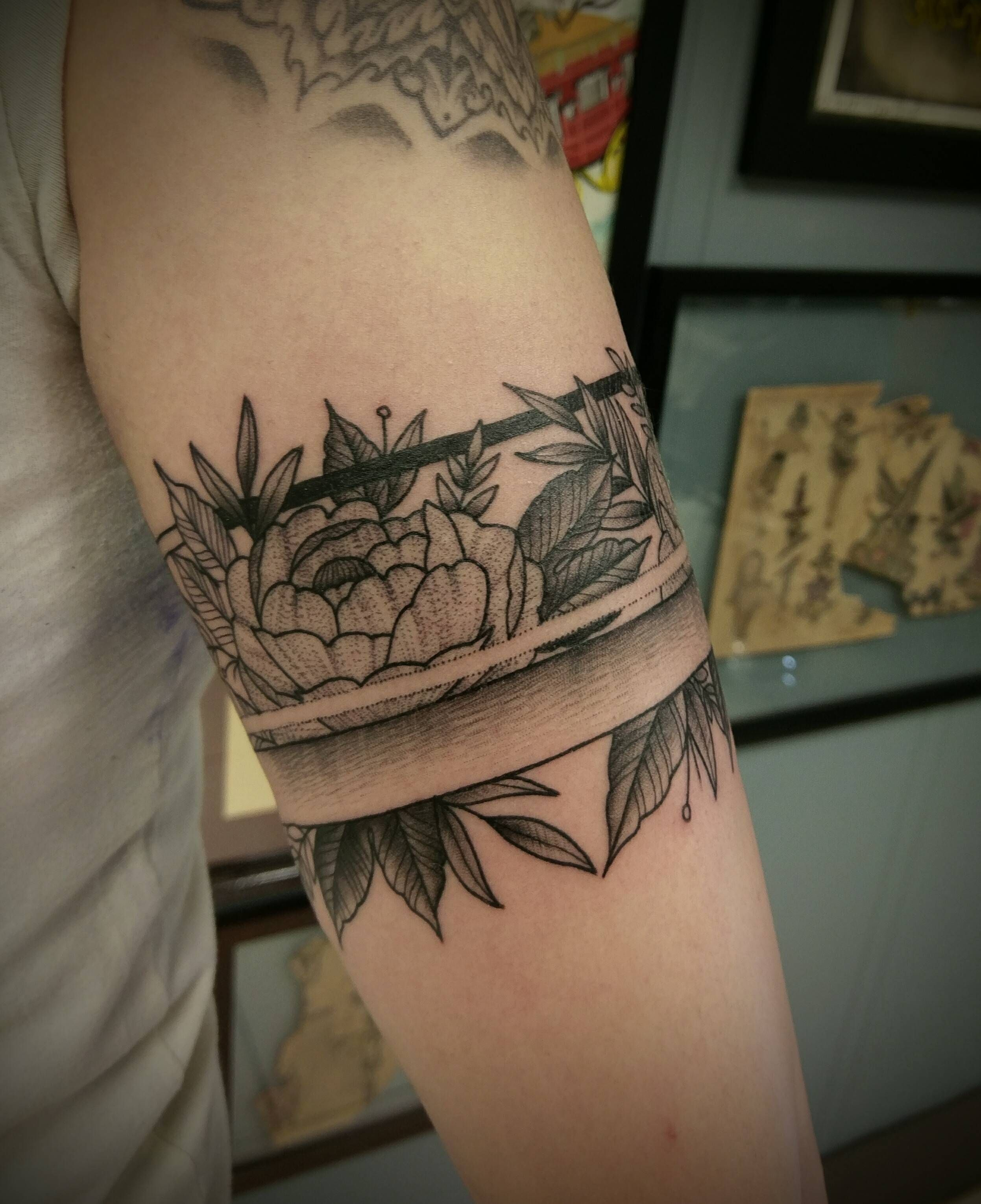 Flower Armband By Shane Olds At Rise Above In Orlando Fl Ankle Band Tattoo Tattoos Arm Band Tattoo