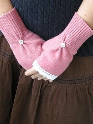 DIY Raspberry Lemonade Mittens mit alten Pullovern: DIY Clothes Refashion  #raspberrylemonade