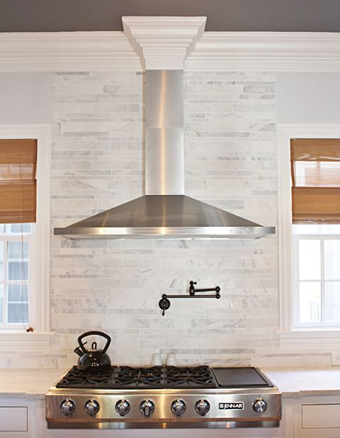 Kitchen Range Hood I Like The Crown Molding But The Seam In The Duct Cover Would Make Me Insan Creative Kitchen Backsplash Kitchen Exhaust Kitchen Range Hood
