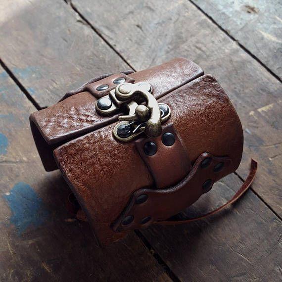 R2S BLACK Leather Latch Hook Cuff Bracelet 72937e3d2ee