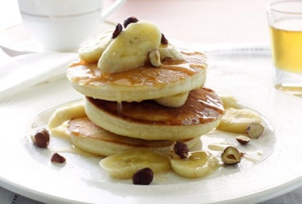 Banana Chocolate Chip Pancakes: 3 pancakes makes for a delicious 300 calorie breakfast
