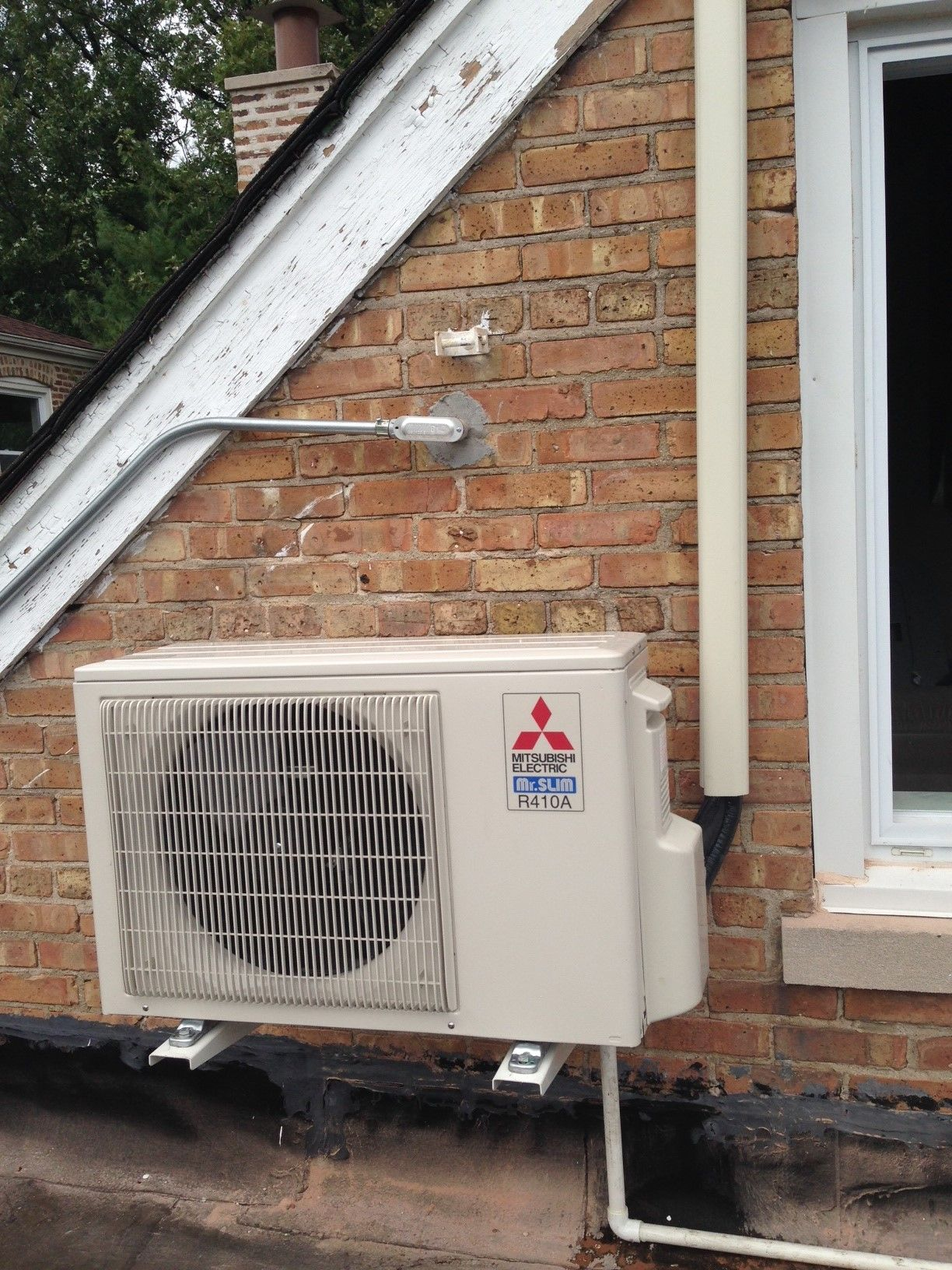 Mitsubishi Condenser Mounted On Roof With Brackets Ductless Heating Ductless Heating And Cooling
